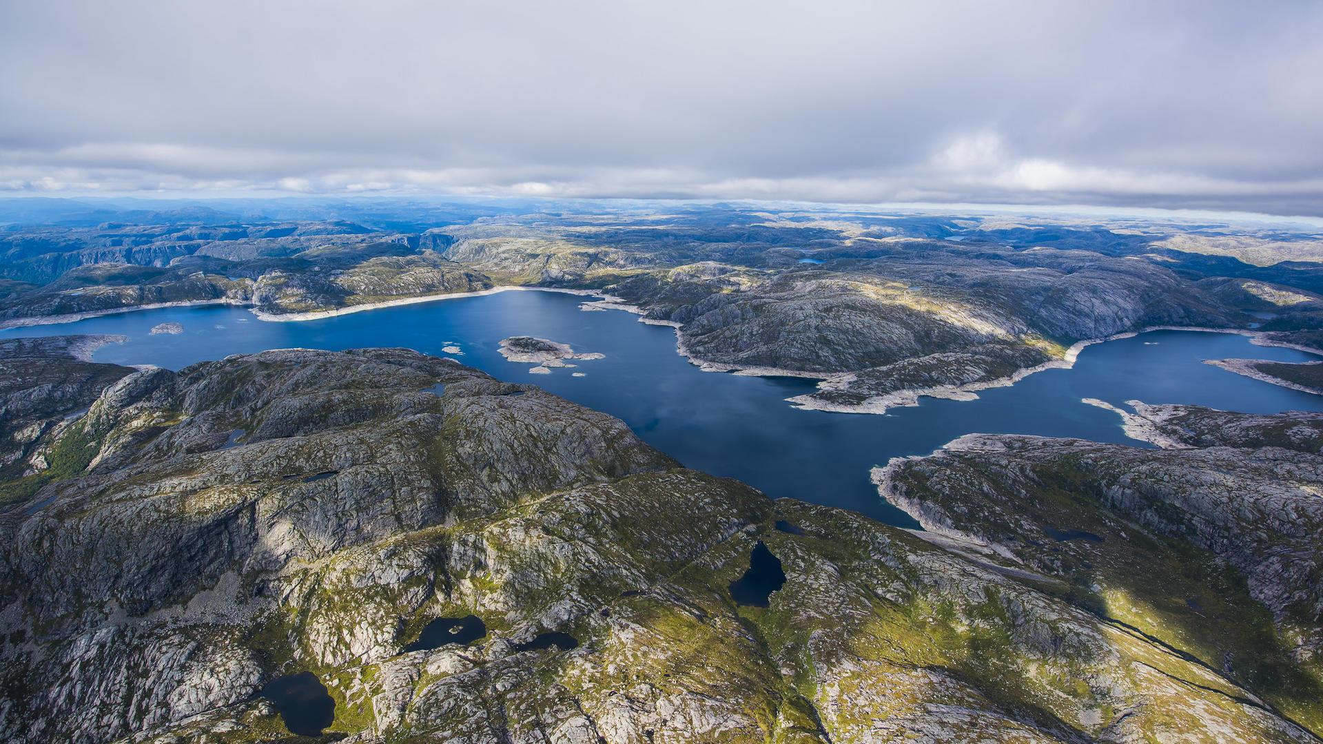 Lyngsvatn vannmagasin i Lyseheiene bidrar til fornybar energiproduksjon. Foto: Kristofer Ryde.
