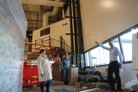 mennesker innendørs fabrikk
