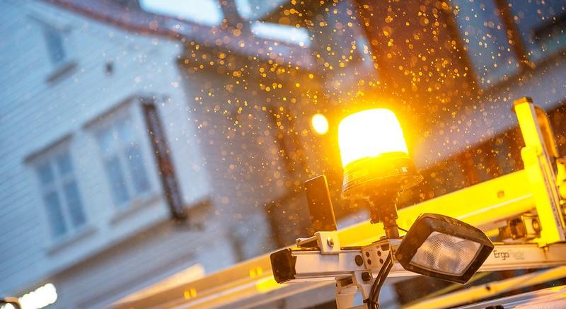 Gult blinkende lys gir varsel om arbeid når det er mørkt ute