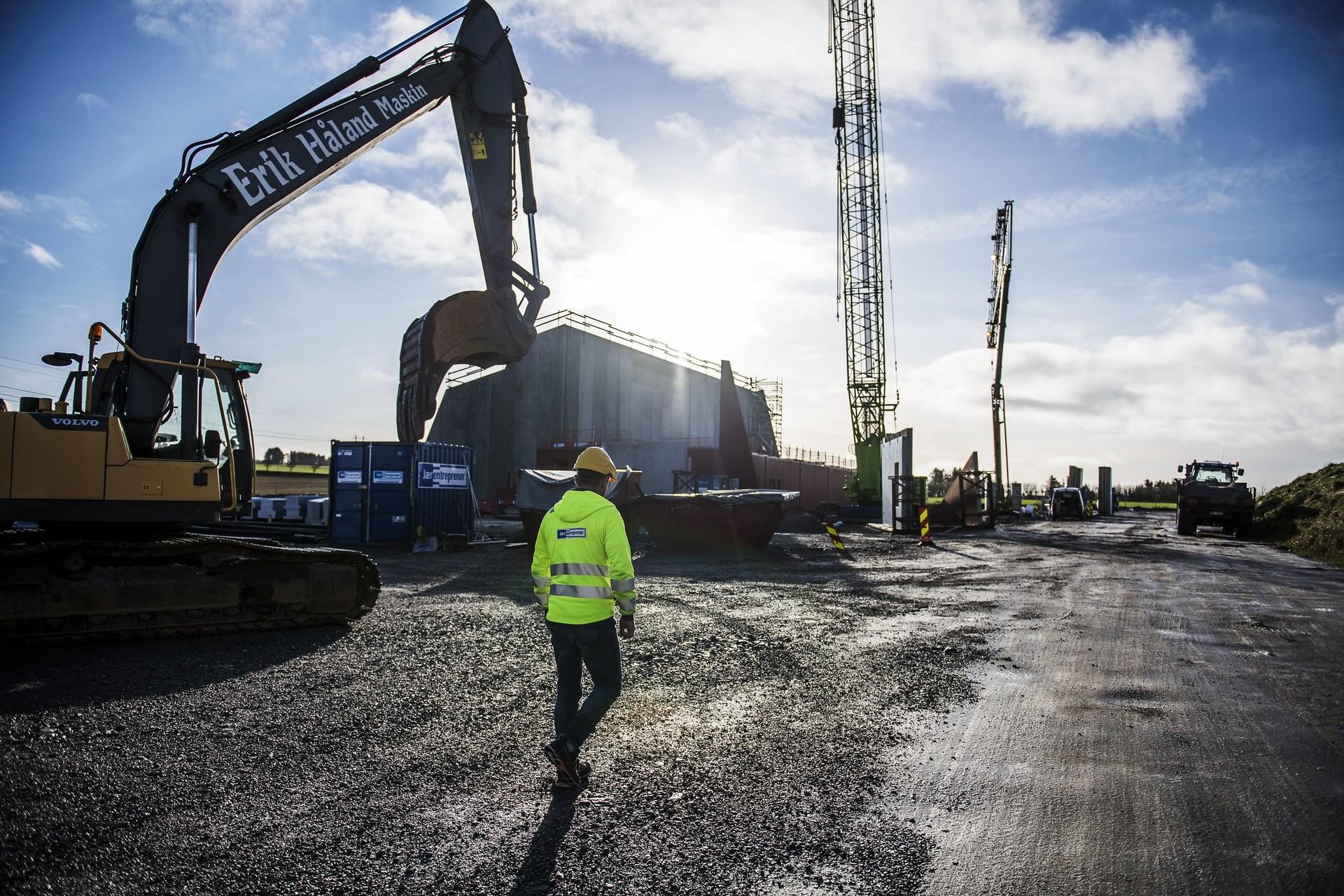 Arbeidet med byggingen av ny transformatorstasjon på Opstad i Hå kommune fortsetter for fullt - til tross for korona.