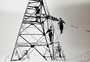 Historisk bilde av montører i mast