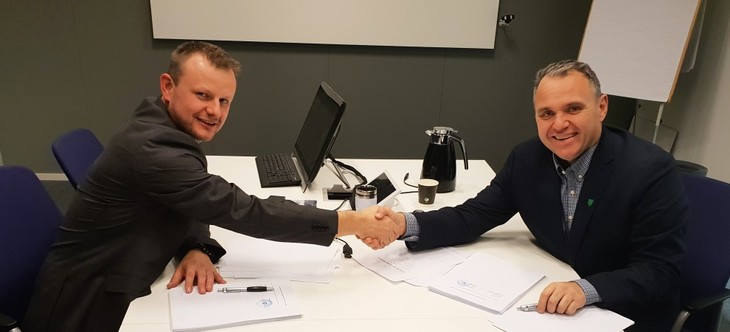 Signering av kontrakt