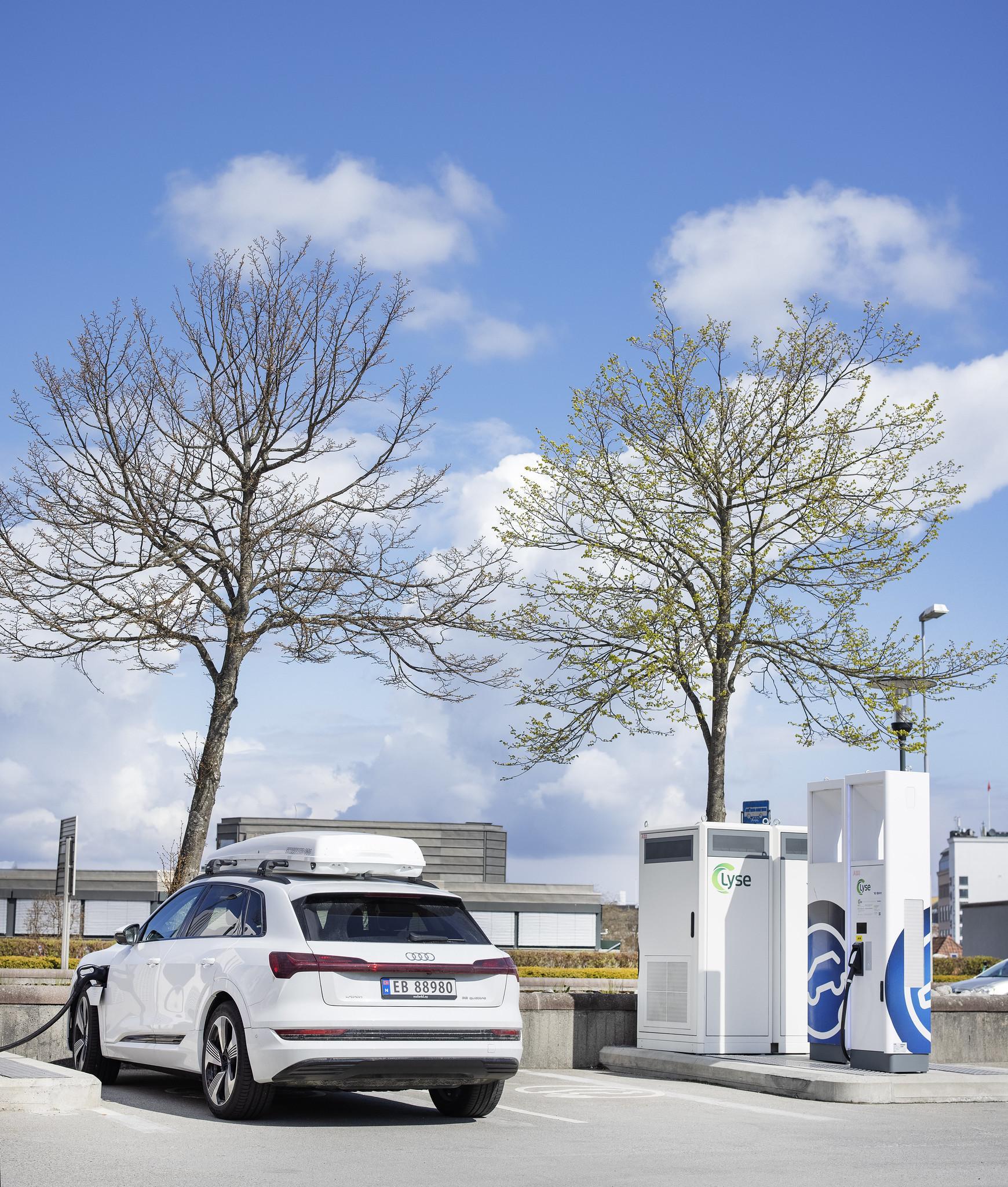 Lyse eier Altibox, Smartly og flere selskap som bidrar til å elektrifisere og digitalisere Norge.