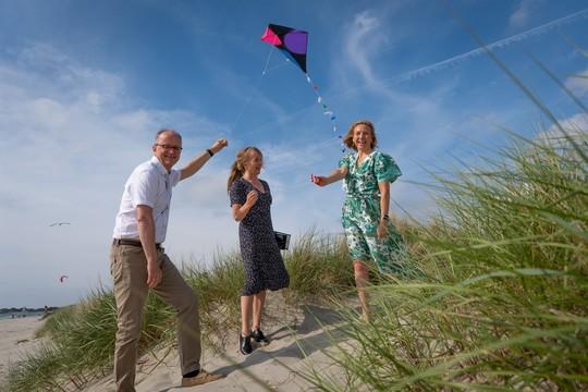Konsernsjefene Eimund Nygaard i Lyse, Jannicke Hilland i BKK og Marianne J. Olsnes i Norske Shell går nå sammen om havvind i Nordsjøen. Foto: Norske Shell