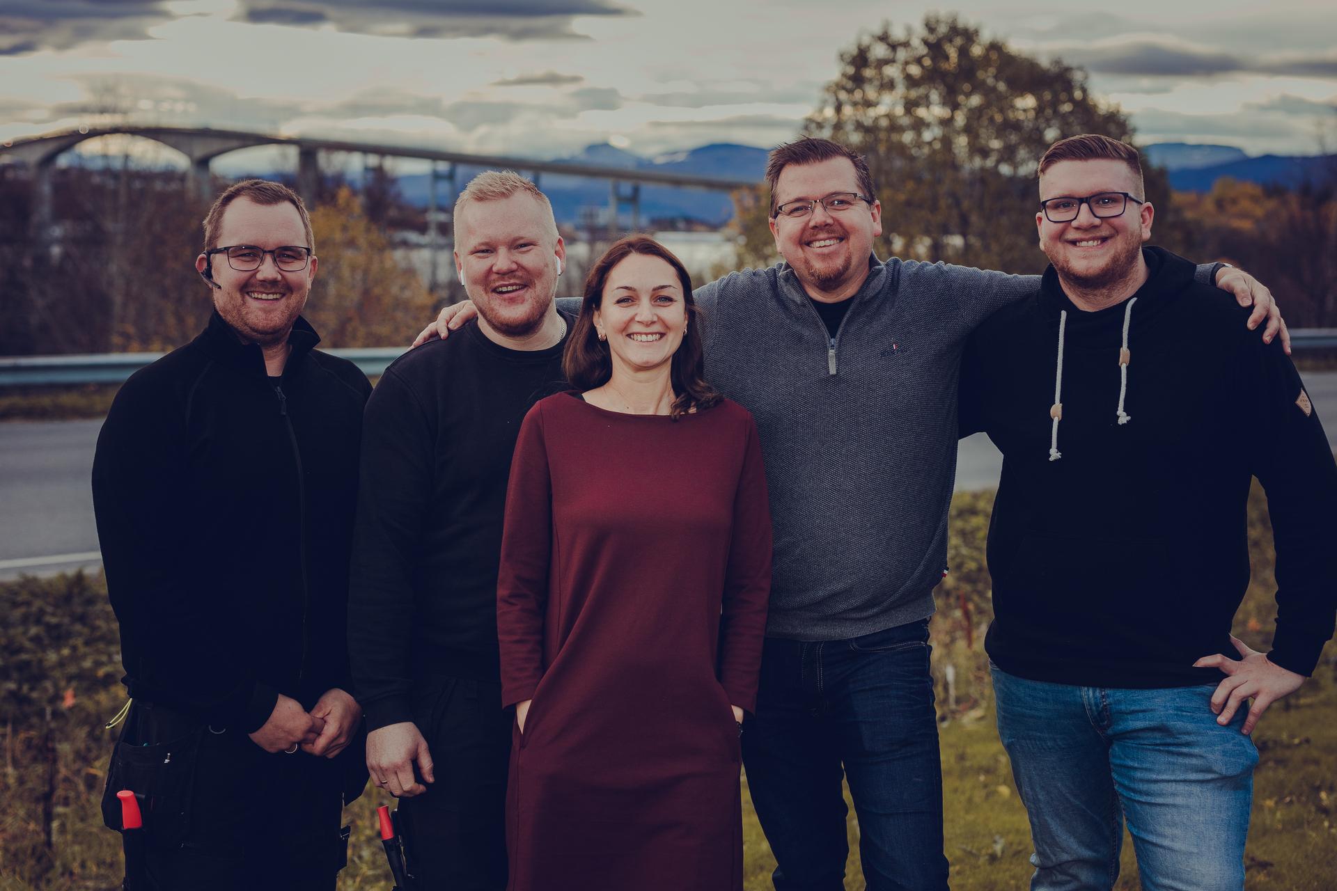 Denne flotte gjengen fra Senjanett er nå blitt en del av Signal bredbånd, et selskap i Lysekonsernet. Fra venstre, Anders Bakke, Marina Grinblat, Tom Nikolaisen og Nathaniel Johnsen fra Senja. Foto: FridaBringslimark