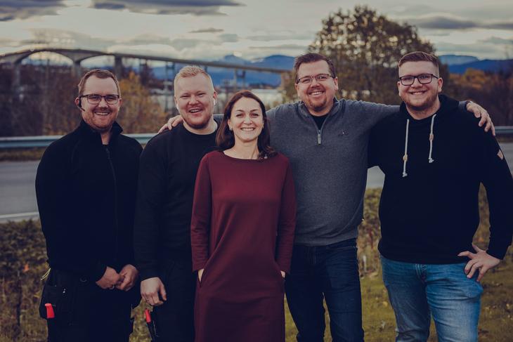 Denne flotte gjengen fra Senjanett er nå blitt en del av Signal bredbånd, et selskap i Lysekonsernet. Fra venstre, Anders Bakke, Marina Grinblat, Tom Nikolaisen og Nathaniel Johnsen fra Senja. Foto: Frida Bringslimark
